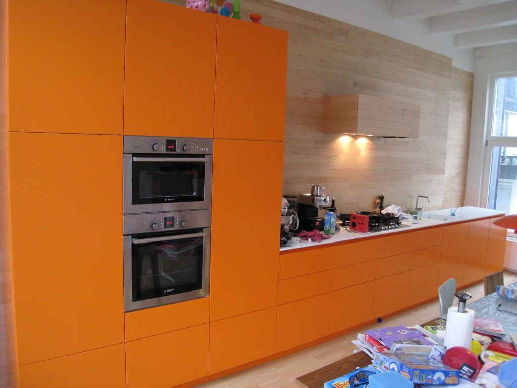 Orange and white kitchen cabinets for Kitchen cabinets nl